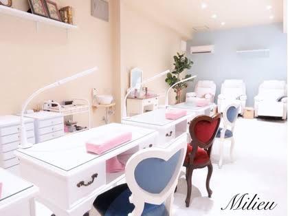 nail salon Milieu
