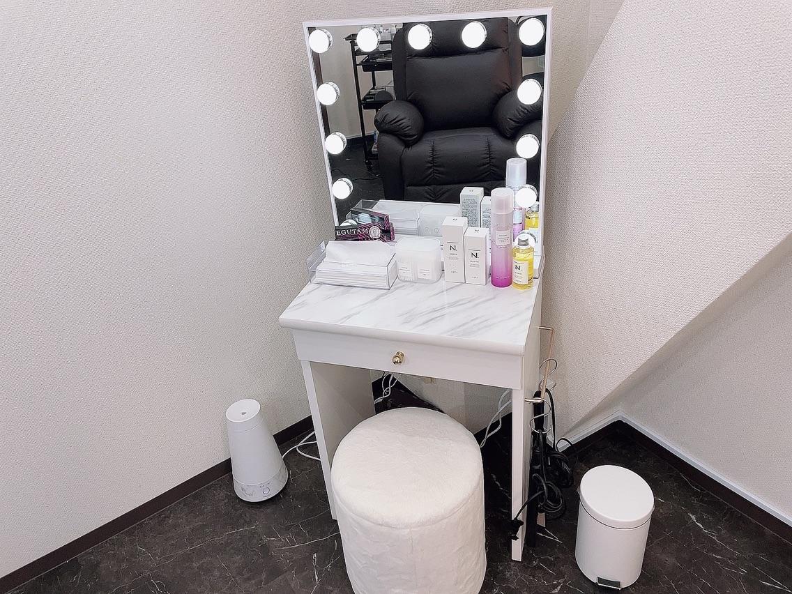 R eyelash private salon
