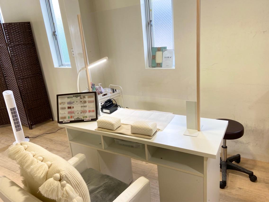 nail salon  ADORE