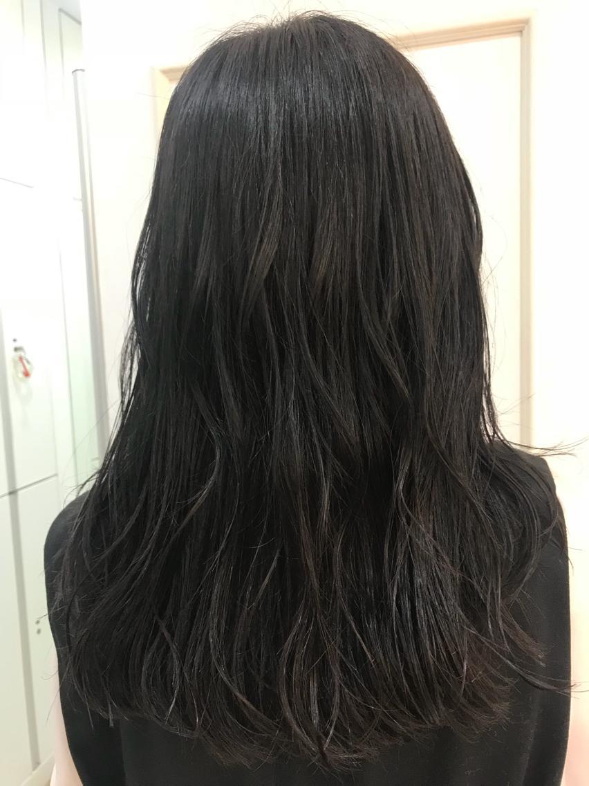 #ロング #カラー 赤みのあった髪の毛にアッシュとブルーを入れて、透明感を💗