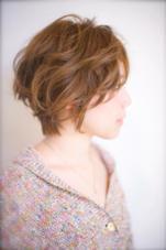 綺麗にカットしたボブで毛先に軽くパーマをかけてフワッとした柔らかいヘアスタイルをつくりました☆ もちろんスタイリングもしやすいオシャレヘアにやります! [完全予約制フリーヘアデザイナー]所属・yoshiki☆のスタイル