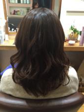 巻き髪で動きの出やすいナチュラルなレイヤースタイル! 伸ばし中の方でもスタイルチェンジを楽しめます(^O^) HUG-yokohama-屏風浦店所属・柿澤真琴のスタイル