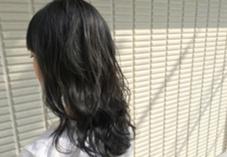 【 イルミナカラー × シアーグレージュ 】  室内は暗く見えますが、外の光だとこんな感じの透明感です ♪  高江秀聡のヘアカラーカタログ
