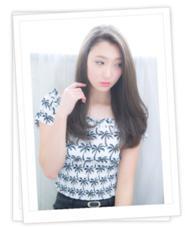 透明感あるアッシュカラー Jカール 重ためロング Charm Hair Resort所属・安田紘果のスタイル
