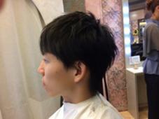 簡単に束感が出るようにカットしました! 襟足や耳周りをスッキリさせて清潔感のある今風な小顔効果スタイルです! c-loop united kashimada所属・田中史弥のスタイル