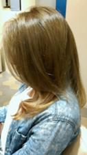 グラデーションカラーで 中間に今年の新色モノトーンを入れ仕上げました  仕上げはコテでグラデーションカラーが生きるように巻いてます  前髪は分かりにくいですがかきあげバングでカッコよく仕上げました(^^) unlieta所属・長谷川貴紀のスタイル