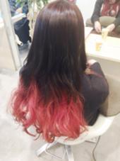 グラデーションカラー 上は暗くして毛先には濃いめのピンクいれました! agu hair living所属・近藤充のスタイル