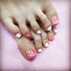 足元女子力❤️ピンクな水面ネイル  ワンカラー ¥3500 カラー追加 2本 ¥200 アート 2本 ¥200 パール、スタッズ ¥80×4個 ¥50×2個 ¥10×2個  beauty:beast for nail & eyelash所属・的場晶子のフォト