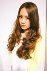 しっかりめなウェーブで動きを!弾む毛先と透け感のあるカラーで大人可愛いスタイルへ! HairSalonFELIS所属・高木勇太のスタイル