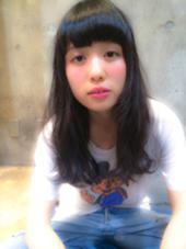 かなり濃いめのコバルトアッシュ‼ 艶のあるエッジーなアッシュです‼ salon de MiLK harajuku所属・関本優輝のスタイル