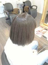 黒染めしていた髪をブリーチで脱色! その後アッシュ系でカラーしました。    メニュー  ブリーチオンカラー beauty:beast 高須店所属・山本聖満のスタイル