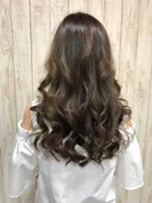 巻き髪ロングスタイル☆10トーンのアッシュカラー☆ hair Grace  Daisy所属・GraceDaisyのスタイル