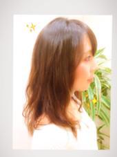 今風ゆるふわパーマをかけて春を先取り(≧∇≦)♪ 強くかかりすぎず、でもドライヤーで乾かすだけで簡単にふわふわ系女子の雰囲気に大変身! お手入れ楽ちんの仕上がりになりました♪ Ursus hair Design所属・所祥平のスタイル