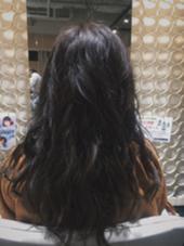 グレイアッシュで透け感のあるカラーに✨ トーンダウンで落ち着けて、色持ちも重視!! 髪がすぐにオレンジっぽくなってしまう方にはオススメです!! MASHU所属・岡崎克紀のスタイル