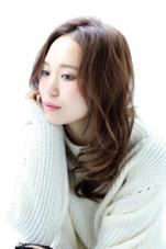 センターパート、カジュアルウェーブ、モテ髪、小顔スタイル Lily by afloat所属・藤原三知代のスタイル