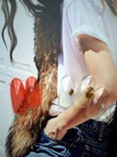 クリア感のある赤×個性的なパーツづかい! こんなカジュアルなファッションに合わせたい! saori.mのフォト