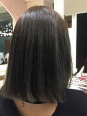 マットグレーです。ブリーチ必須ですが、個性的な暗めのヘアカラーです! Ash 駒沢大学所属・金井佳祐のスタイル