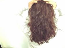 外人風無造作パーマ  セミウエット    いい女感たまんないデス!! hair resort sunny所属・米澤杏のスタイル