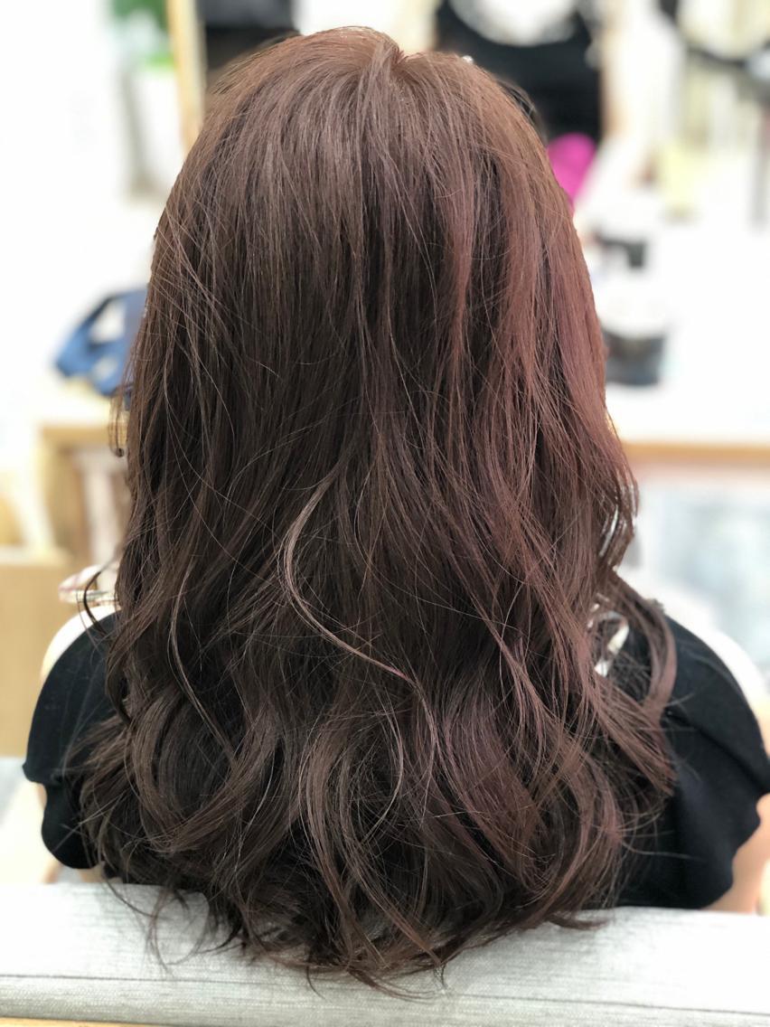 #セミロング 【ご覧いただきありがとうございます☆こちらのスタイルを気に入っていただけましたら、ブックマークしてご来店時にお見せください!】ダメージの少ないものでもアルカリ剤なので髪の毛が良いとされる、弱酸性のカラーでダメージを最小限に仕上げています!