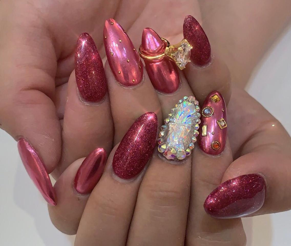 #ロング #カラー #メンズ #キッズ #ネイル #その他 新しいピンク色のミラーネイルが入荷しました ダイヤカットネイル もメニューにあります