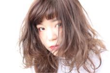 クウォーターブリーチ+アッシュブラウン 金髪にするためのブリーチではなく、 髪がもともと持ってる色素を薄める為のブリーチ! 値段も痛みもブリーチの半分!!! 外人風の柔らかい質感はお任せ下さい!!! MagicDays所属・鍜治屋智暁のスタイル