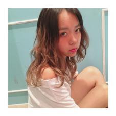 summer girl  #グラデーション#オレンジメイク#コテ巻き frais所属・佐藤綾菜のスタイル
