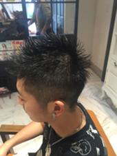 友達かお店にきてくれました! 夏らしくさっぱり短髪に! 早くカットもできるようにがんばろ( ^ω^ ) Dear Hair Make所属・小川裕太のスタイル