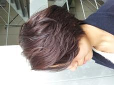 前髪をかきあげてさらに大人っぽさをだし黄色みを消して暗めのアッシュ manonbyh 所属・鬼束康汰のスタイル