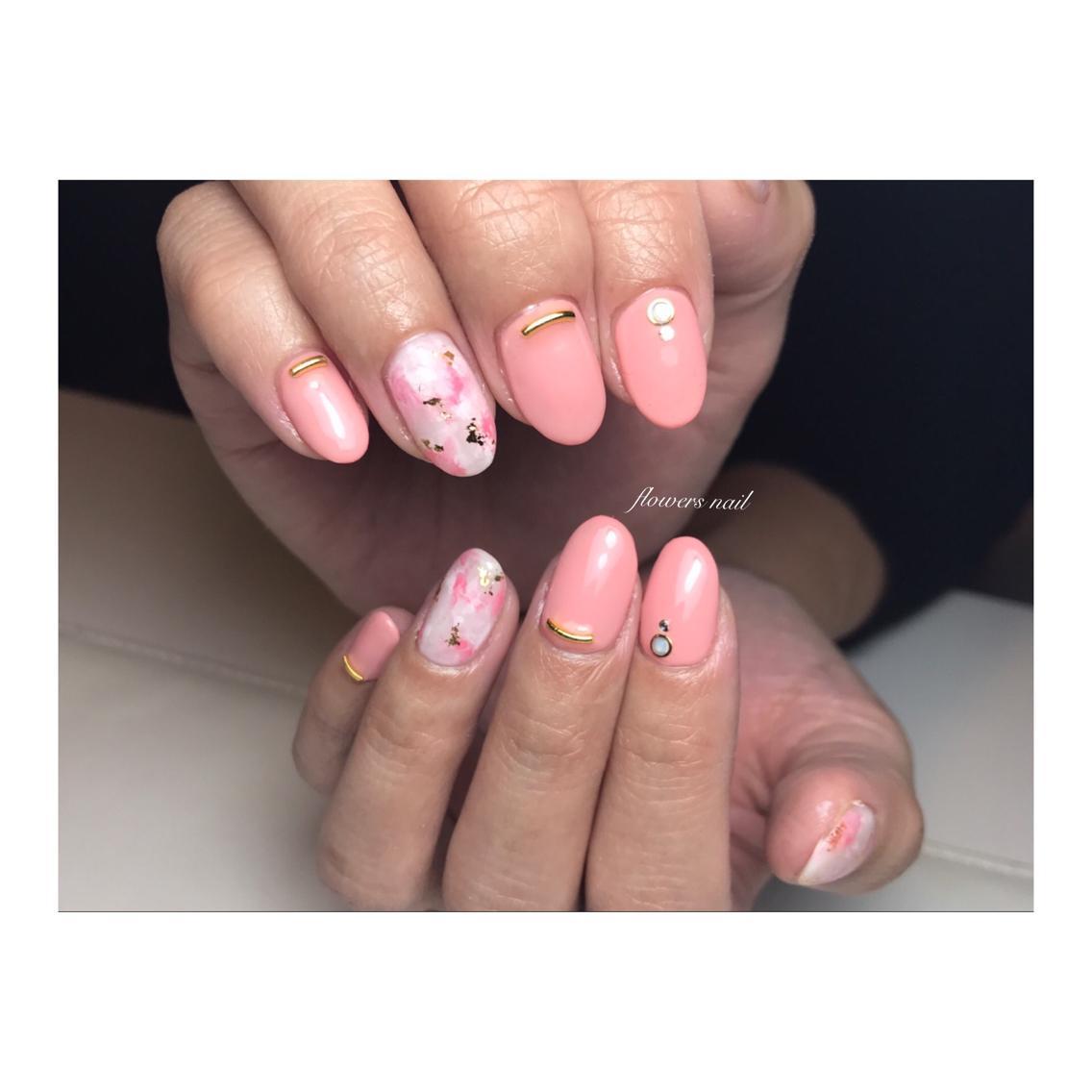 spring salmon pink タイダイ flowers nail所属 flowersnailの