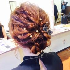 ゆるやかで柔らかい髪の動きで 大人可愛く…  パールアクセとブラックリボンアクセでより華やかに… MOF   HAIR  SALON所属・愛美のスタイル