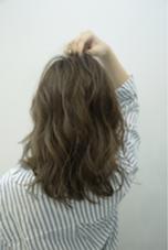 全体にハイライトを入れてイルミナカラーで柔らかグレージュに☺︎ REGALO hair atelier所属・小野瀬裕也のスタイル