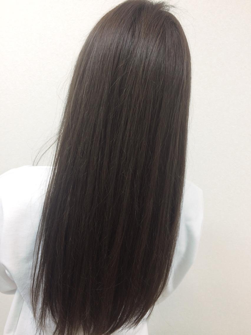 #ロング #カラー グレーアッシュに染めました! トリートメントでサラサラな髪の毛に♪