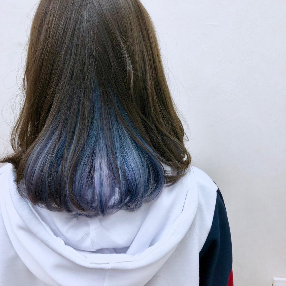 ミディアム カラー 青と紫の淡いインナーカラー
