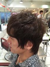 トップにだけポイントパーマ(¥3000)&カラーショート(¥5000)  メンズのお客様もアッシュブラウンで子供っぽいない印象を与えます。パーマは髪質によって必要ない場合もございますので、ご相談下さい。 Sugar.    (シュガー)所属・サトーゴーイチのスタイル