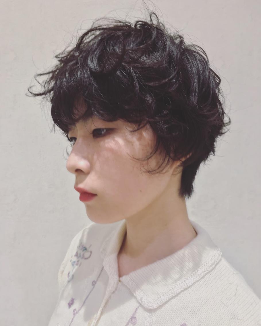 #パーマ 黒髪 × ショート × パーマ 最高です。❤︎ 毛先はあえて散らばりやすいようにしてあるので、重めのショートスタイルでも動きが出ます ✌🏻