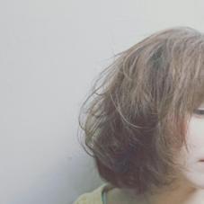 柔らかいパーマと柔らかいカラーでふんわりした質感が女性らしいです。 BRUNORiveGauche所属・クロコーチトオルのスタイル