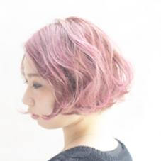 透き通るくらいのピンクカラー。ブリーチで透明感を出しました。 studio menos所属・根岸和也のスタイル
