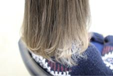 スモーキーアッシュインナーカラーはプラチナホワイト dRAWER所属・安斉雄一郎のスタイル