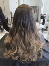 アッシュグレーからシルバーアッシュのグラデーションカラー☆ 根元と毛先はかなり差をつけてます(^O^) SENSE  Hair所属・みやもとはるなのスタイル