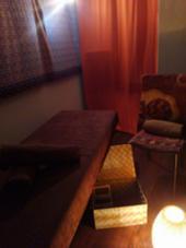オレンジ色の灯りが非日常的なリラックス空間☆ 個室でゆったりとしたオールハンドボディートリートメント☆ LOBAL(ロバル)のストレッチ所属・田中保波のフォト
