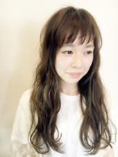 束感前髪×ゆるウェーブ  カラーはA/Wおすすめアッシュ系で落ち着かせました。 minim hair所属・ハマダマユミ。のスタイル