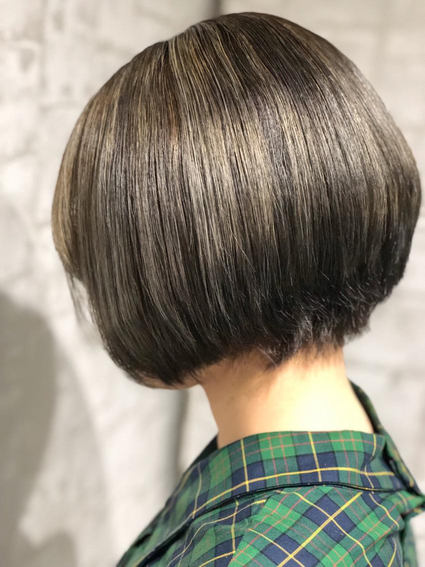 #ショート #カラー #ネイル #マツエク・マツパ 【ご覧いただきありがとうございます☆こちらのスタイルを気に入っていただけましたら、ブックマークしてご来店時にお見せください!】ダメージの少ないものでもアルカリ剤ので髪の毛が良いとされる、弱酸性のカラーでダメージを最小限に仕上げています!