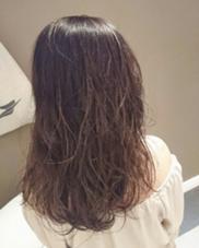 秋のオススメモーブアッシュ  アッシュだけど暖かいやわらかさをもった モーブアッシュかわいいです。 AUBE hair shine所属・藤原末唯のスタイル