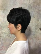 耳を出して襟足を短く切ることでトップにボリュームがでます(^^) アトリエJDパリ所属・鈴木みきひろのスタイル