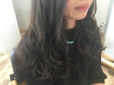 クリスタルミルキーカラー✂︎ 【ダークチョコアッシュ】 落ち着いた印象を与えてくれるダーク系カラー☆☆☆ ただ暗いのではなく濃く深く色味を入れると 一味違ったカラーリングに♫ hair life design Suah所属・なかしましょうこのスタイル