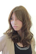 柔らかい質感の印象のアッシュ系のカラーに、大人カールをプラス‼︎ Hair create & Photograph  GATE所属・CreatorG.M.Aのスタイル
