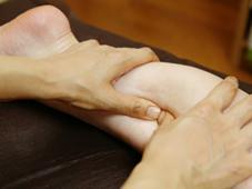 筋膜リリースでは、深層の筋肉までしっかりアプローチ☆ふだん動かさないような筋肉もしっかりほぐしていきます Virya-Tara  ヴィーリヤターラ所属・小山勇気のフォト