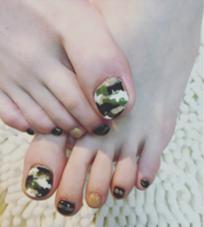 夏サファリ✨カモフラネイル  ワンカラー ¥3500 カラー追加 2本 ¥200 アート 2本 ¥200 ゴールドラインシール 4本 ¥10×4 beauty:beast for nail & eyelash所属・的場晶子のフォト