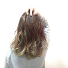 グラデーションカラー❤  毛先はブリーチで明るくしてから、 薄いグレーっぽい明るさの色をオンにしてみました!  2時間くらい見ていただけると、完成致します。   ヘアースタジオedge松井山手店所属・植野綾太のスタイル