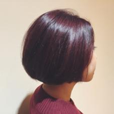 お客様スナップ✔️  menu  :   cut & color   【レッドバイオレットでモードな印象に】 暖色系のカラーは日本人の髪質に相性がよく、発色させやすいんです! ブリーチなしでも彩度が高めのカラーができるので お手軽にモードな印象が出せます◯ ツヤも出てオススメです!   暖色系のカラーは湿熱が重要! 髪質に合わせて熱の与え方は異なりますが 基本的にスチームを当ててしっかりと色味が浸透するように工夫して施術していきます◎   SORAではカラー中の負担をなるべく軽減させるため カラー前とカラー後ののトリートメントで しっかり髪のタンパク質・栄養補充 & 保湿してます◎   お客様の髪の履歴によって 最適なカラーの方法は異なります! 一人一人にベストな方法で施術させて頂きますので はじめのカウンセリングをしっかりさせて頂きます◎   メッセージから デザインや予算等、なんでもご相談ください◯   stylist ミトウ   SORA所属・ミトウキョウスケのスタイル